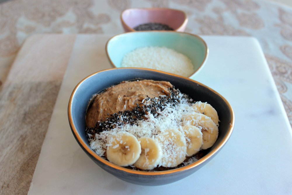 smoothie bowl_banana_toppings.JPG