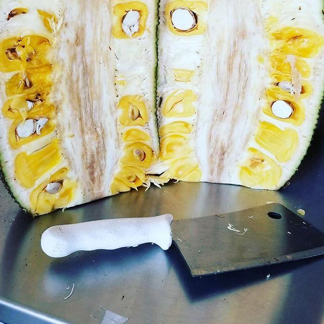 Meatless things are happening, friends.  #jackfruit
