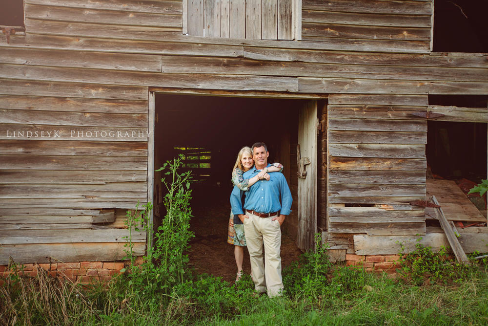 carolina-farm-barn-engagement.png