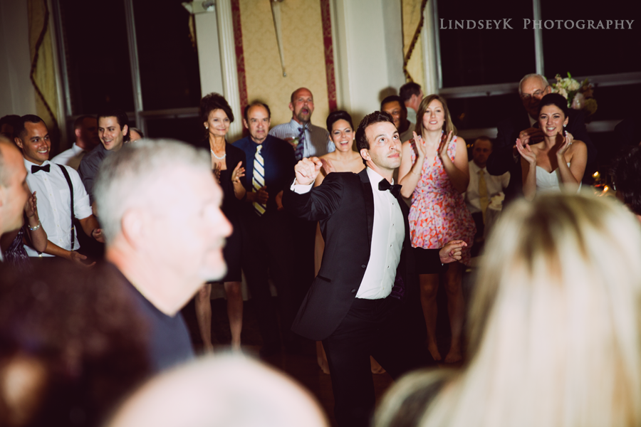groom-reception-dancing.png