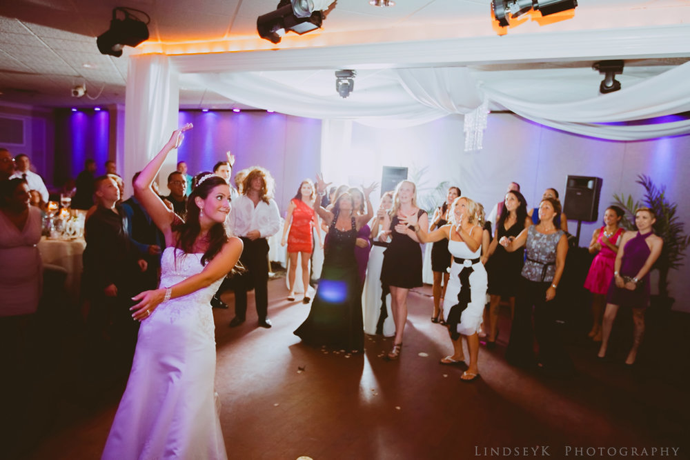 bouquet-wedding-toss.jpg