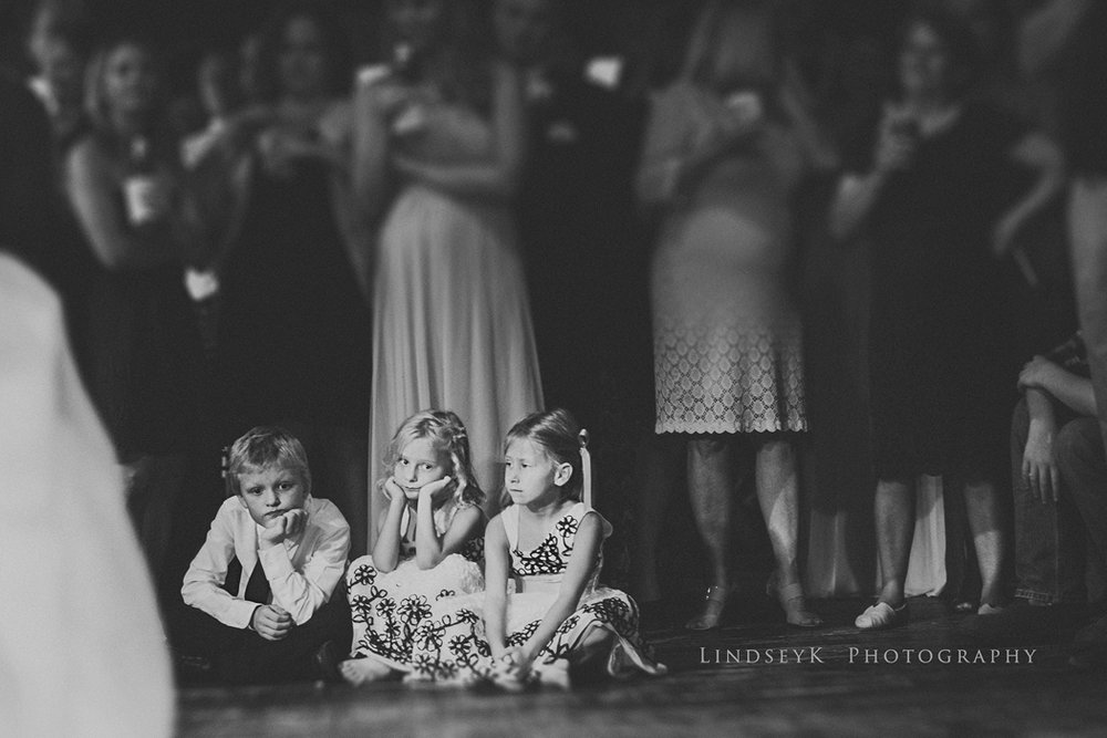bored-children-at-wedding