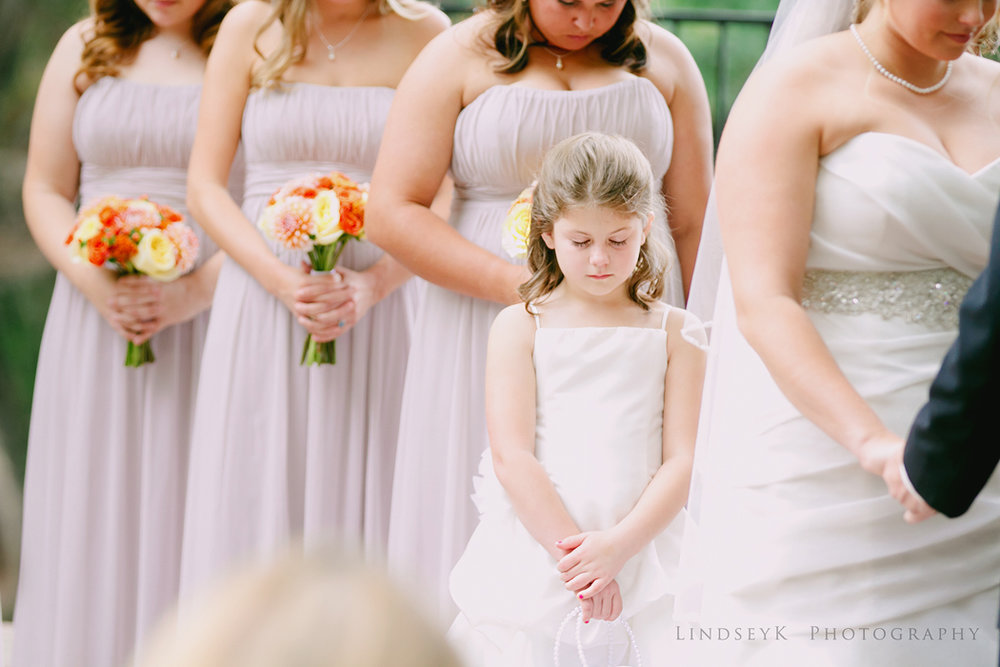 flower-girl-praying