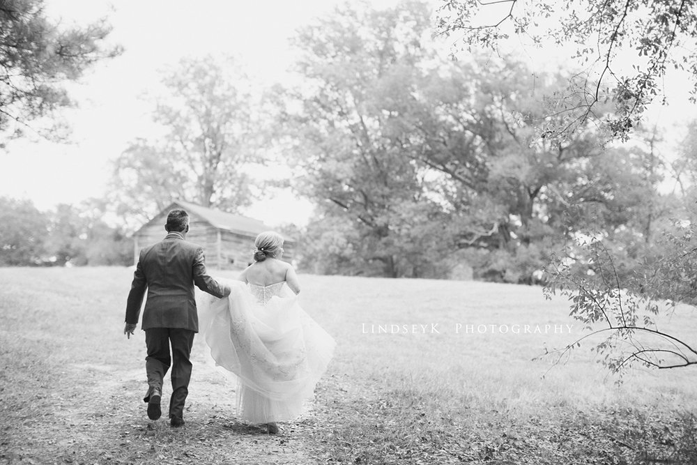 black-and-white-barn-wedding