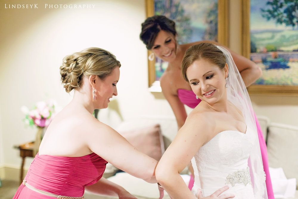 bridesmaids-helping.jpg