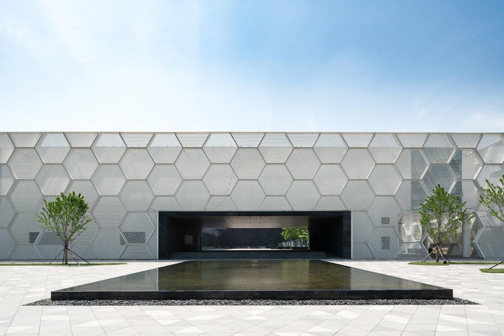 DEEJ Campus by 5+design