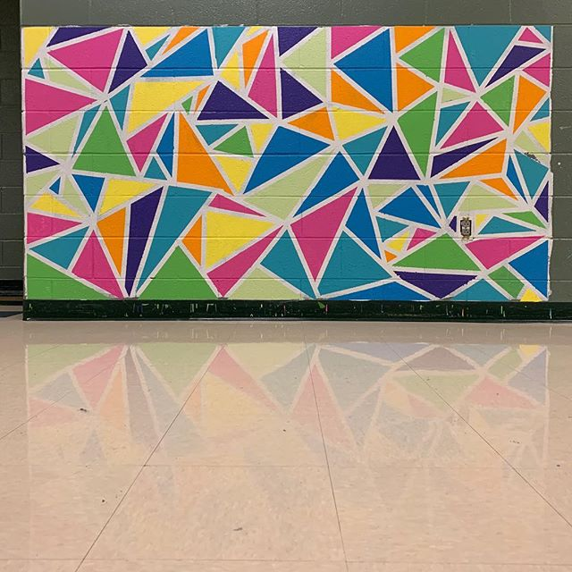 Today we worked with third graders at Smithland Elementary to create this mural and tomorrow we will be at Waterman! · · · · · · #mural #artmobile #thirdgrade #art #painting #artmatters #arteducation #elementaryart #triangles #creating #creativeprocess #anygivenchild #hcps