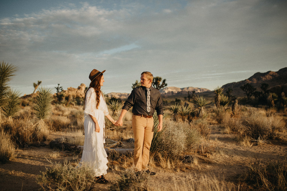 Joshua Tree National Park Adventure Couples Session Photographer Payton Marie Photography-19.jpg