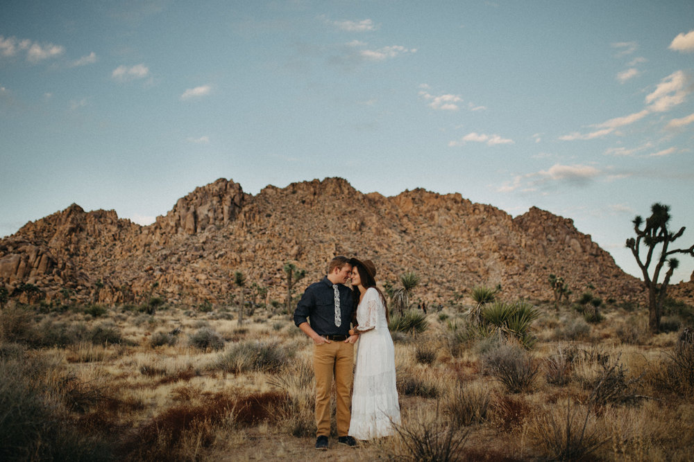 Joshua Tree National Park Adventure Couples Session Photographer Payton Marie Photography-27.jpg