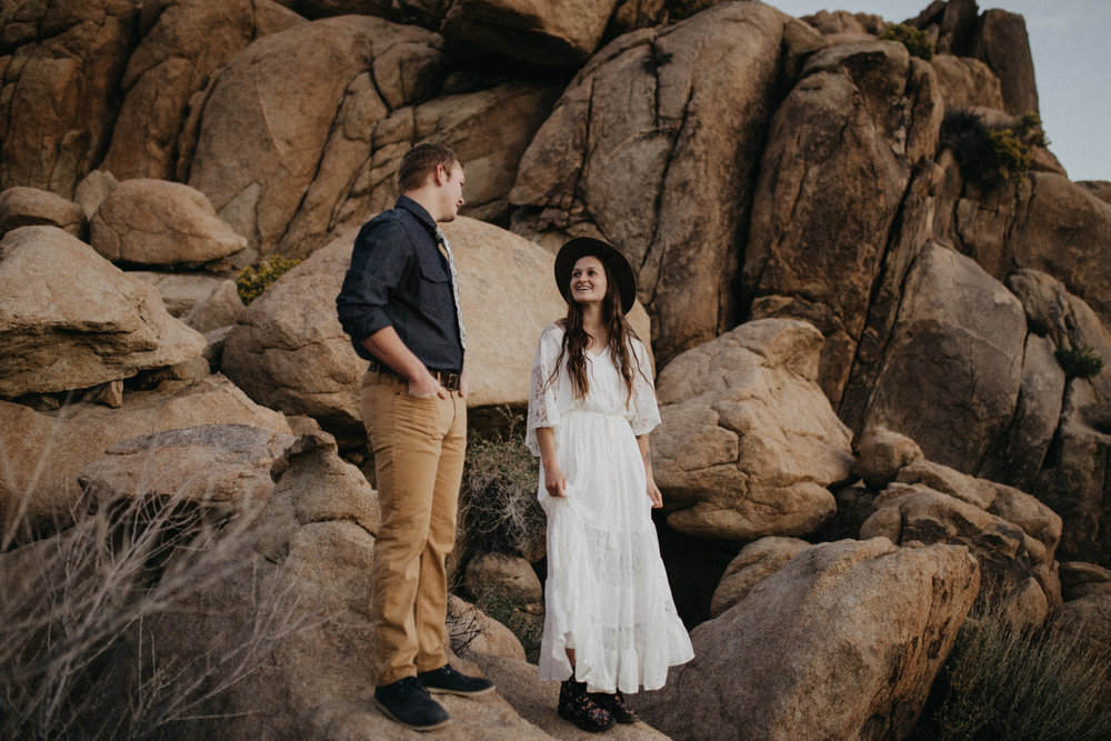 Joshua Tree National Park Adventure Couples Session Photographer Payton Marie Photography-36.jpg