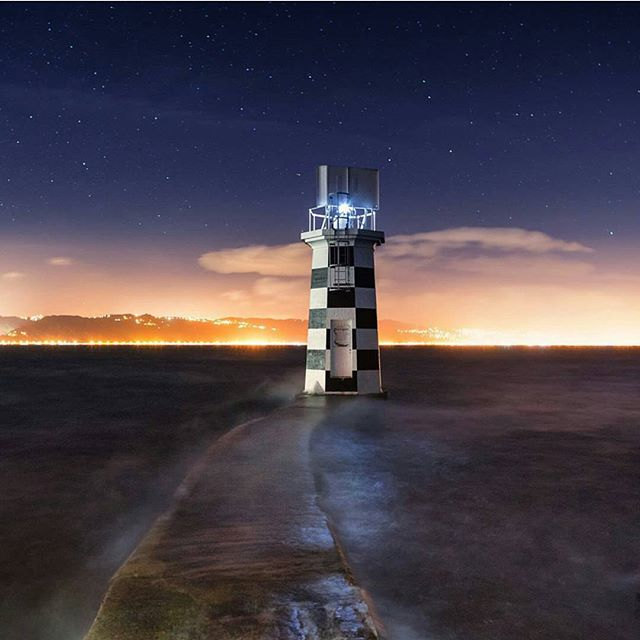 Point Halswell Lighthouse by @theartofnight