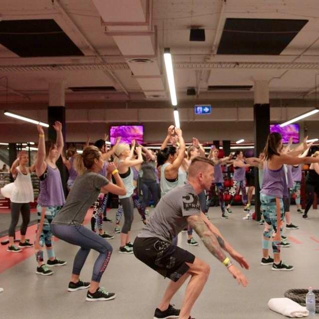Dani Stevens squat Freestyle Fitness First Reebok Scott Gooding