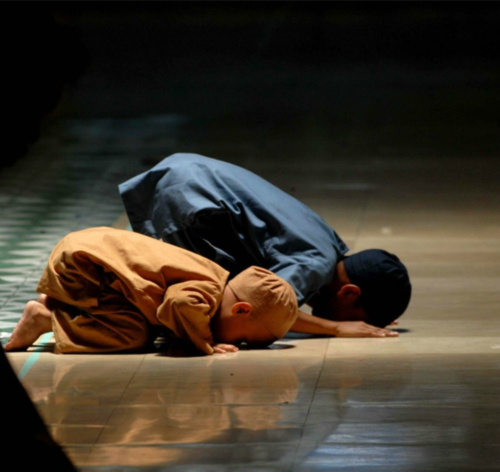 muslim-children-pray