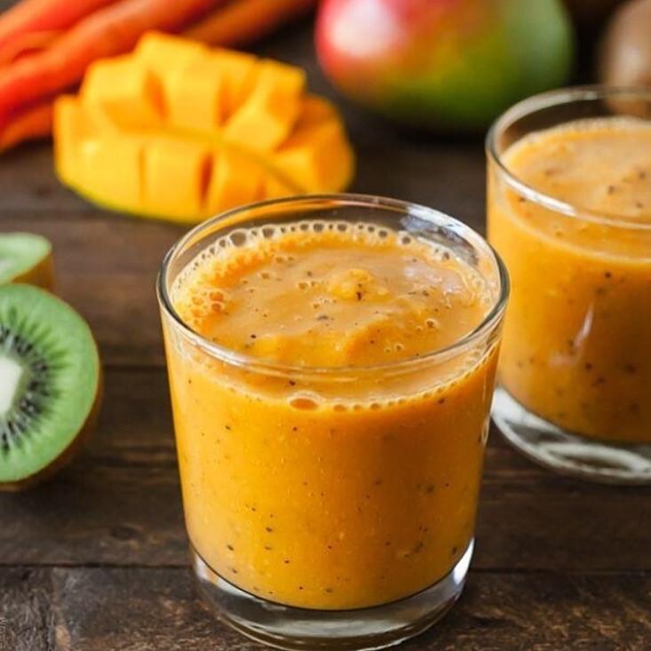 Mango kiwi fruit carrot juice Dani Stevens