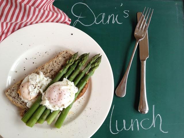 lunch+eggs+asparagus