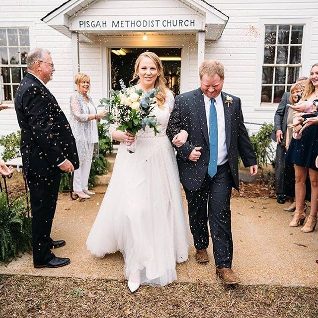 Toss some confetti, it's Friday! 🎉 Congrats to #FPBCbride Jordan, doesn't she look STUNNING in her @wtoowatters gown?? 💕