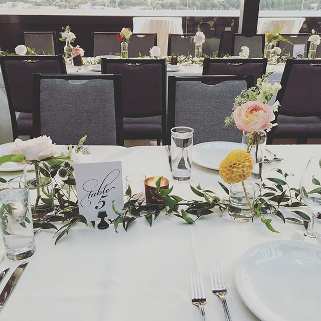Did you know we do floral design for events? ⠀ ✨ ⠀ You can see photos of events we've done in the past and book us for your event using the link in bio. ⠀ ✨ ⠀ Photos from an absolutely stunning wedding over the weekend. ⠀ ✨⠀ #islahouseandflower #wedding #weddingflowers