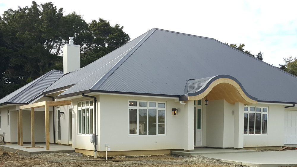 The 235sqm, four-bedroom, three-bathroom home at Matakana Green was the first Homestar 7 rated home constructed by Maddren Homes. Features include heat pump water heating, solar power generation and thermal broken double glazing.