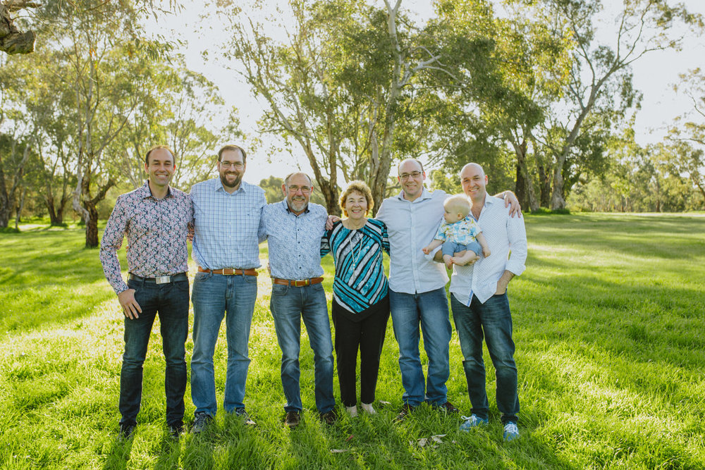 Extended FAmily Sesh - $549- photo session for larger family groups with no time limit - 25 handcrafted images - USB package with high resolution photos - high resolution online gallery of images that allows downloading of images by all family members - special gift pack