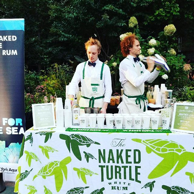 Drinks for a cause tonight - representing @nakedturtlerum at Sip for the Sea! #mojitos #drinknaked