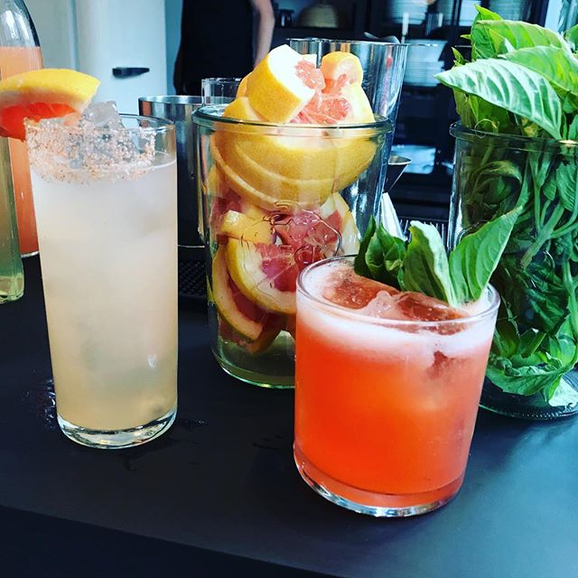 Spiced Palomas, Strawberry Gin Sours and Surround Sound. Happy hour with @sonos #craftcocktails #happyhour