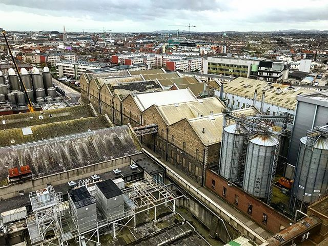 Birds eye view from the one and only #guinness #stjamesgate 🙏🏼 . . . . . . #fromthesource #dublin #ireland #birdseye #storehousestory #guinnessgravitybar #30millionbubblesineverypint