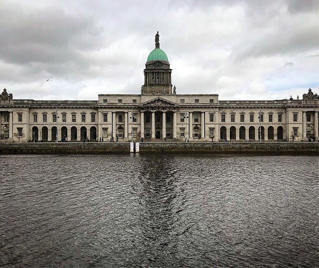 The Custom House over the River Liffey #customhouse . . . . . . #ireland #dublin #themotherland #riverliffey #wheresmyguinness #travel #backpacking #roaming #lost #notsurewhattimeitis