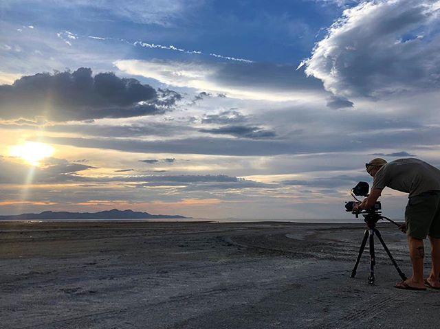 Capturing the tones of the evening. The Great Salt Lake, Utah #toneranger . . . . . . #saltlakecity #thegreatsaltlake #slc #highdesert #agameoftones #getoutside #cinematography #capturethemoment #clouds #blue #sunset #goldenhour #brineshrimp @canonusa @sonyalpha @manfrottoimaginemore @atomos_news