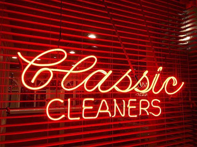 Classic. Salt Lake City, UT #classic . . . . . . #utah #saltlakecity #slc #latenight #signage #sign #tones #tone #toneranger #neon #advertisement #redhead #eveningglow