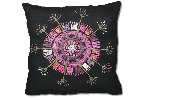 handarbetets-vanner-embroidery-kit-black-cushion-edna-martin.jpg