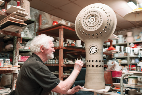 French ceramist Georges Pelletier is the guest of honour at the 25th edition.