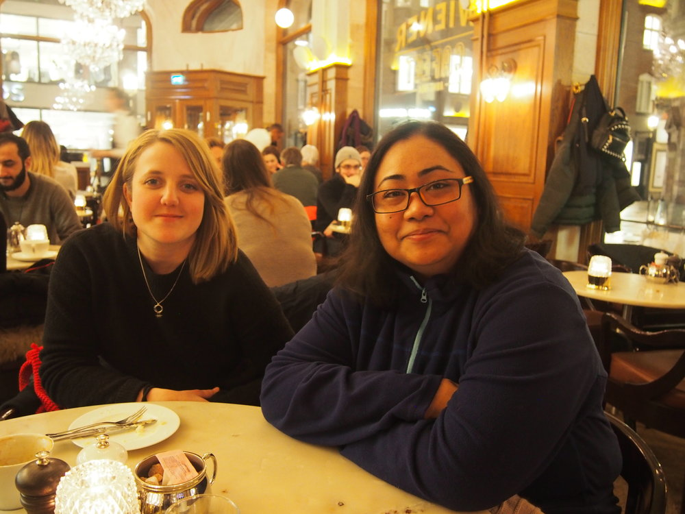 Jenny  och  Tsering  blev kompisar via Jobbentrén. Tsering fyllde i formuläret längst ner på den här sidan, och blev matchad med Jenny. De gillar att tillsammans fika, gå promenader i skogen och upptäcka nya delar av Stockholm.