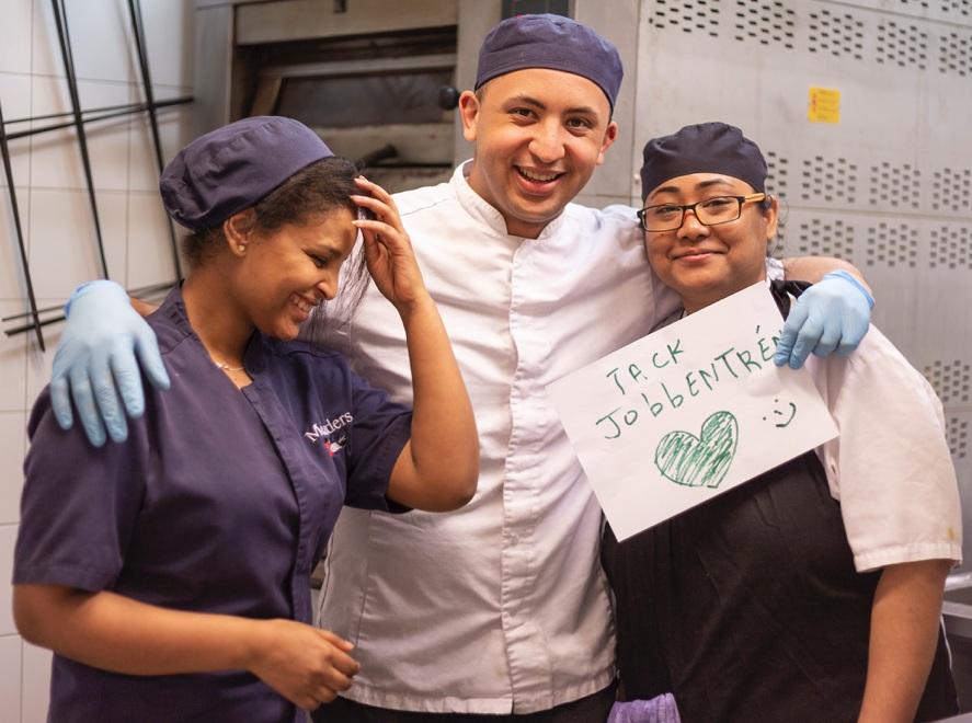 På bilden är Saba, Amine och Tsering som jobbar via Jobbentrén på Melanders