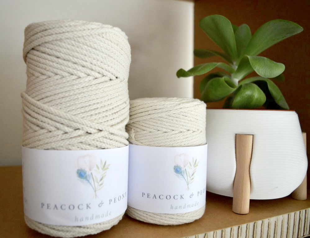 This picture displays our 3 mm braided macrame rope and the Studio Nilli planter. You can find both in our shop!