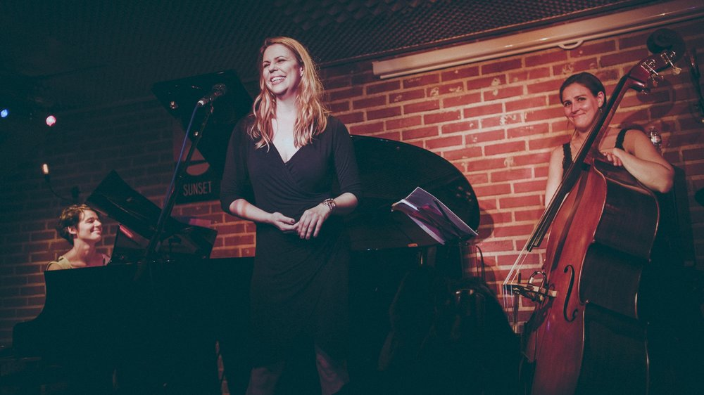 Kurt Weill: Destination Music, Berlin / Paris / New York , The Sunset Sunside Jazz Club, Paris, France. Jennifer Lindshield, soprano, Elise Kermanac'h, piano, Sarah Favinger, bass. Photo credit: Hana Ofangel