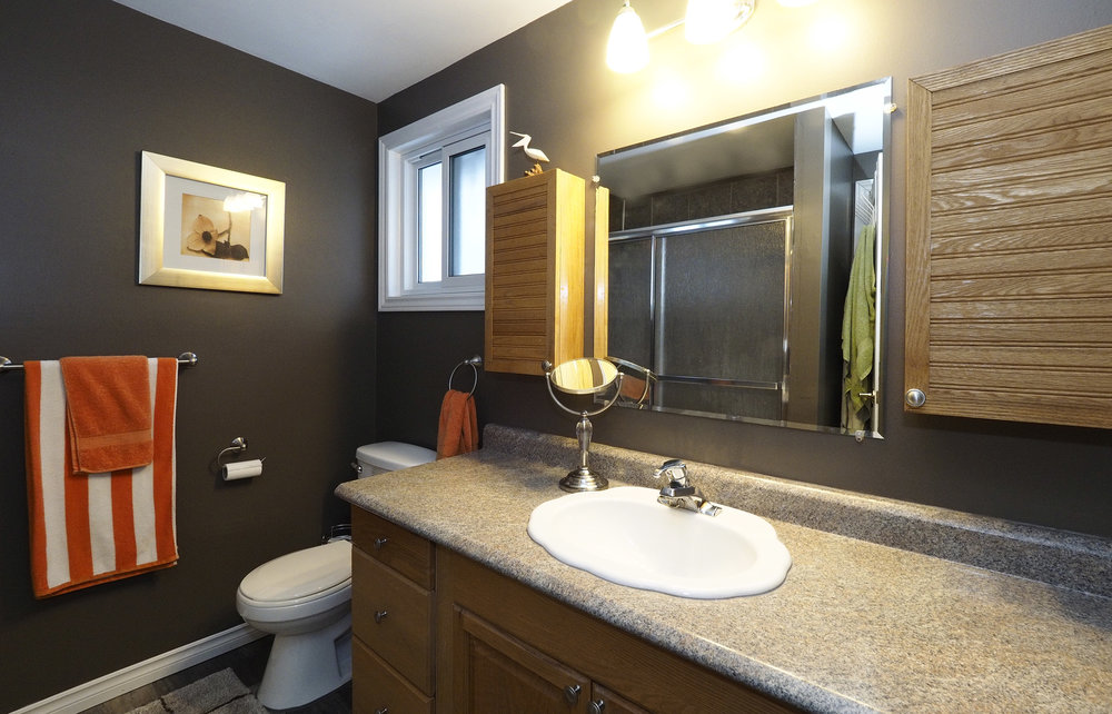 46 Upstairs bathroom.JPG