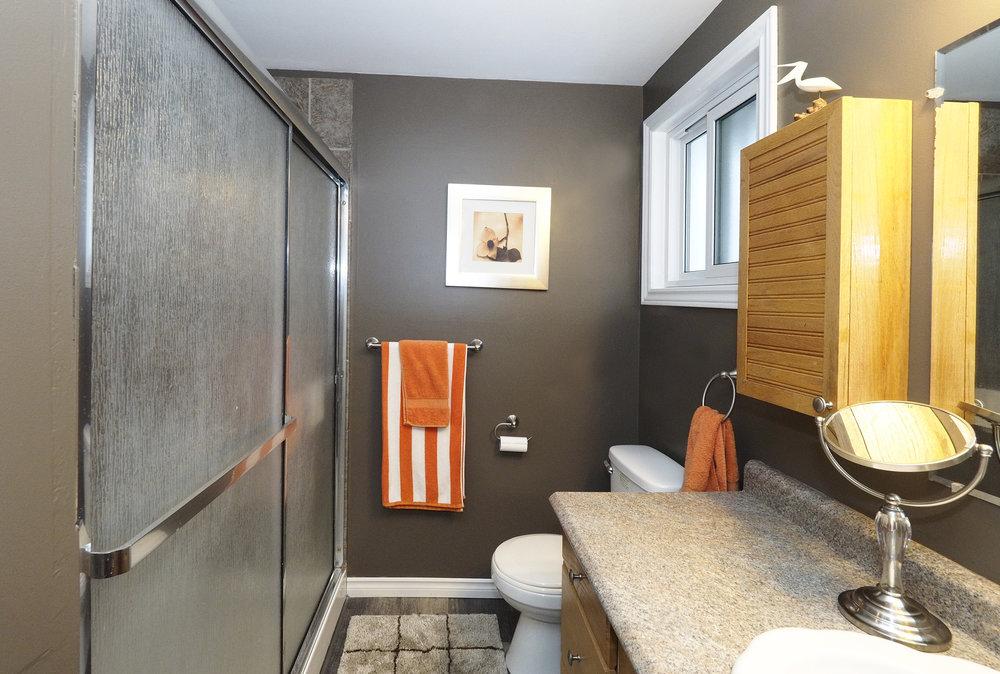 47 Upstairs bathroom.JPG