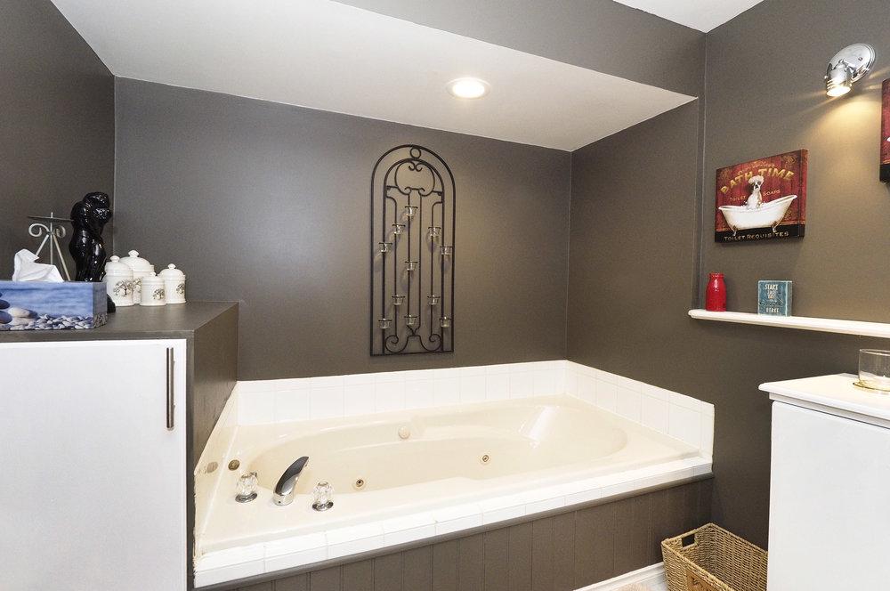 66 Lower bathroom.JPG
