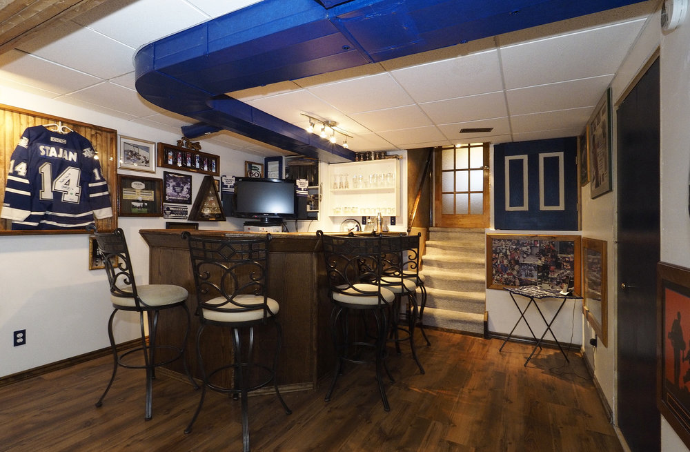 70 Games room- bar.JPG