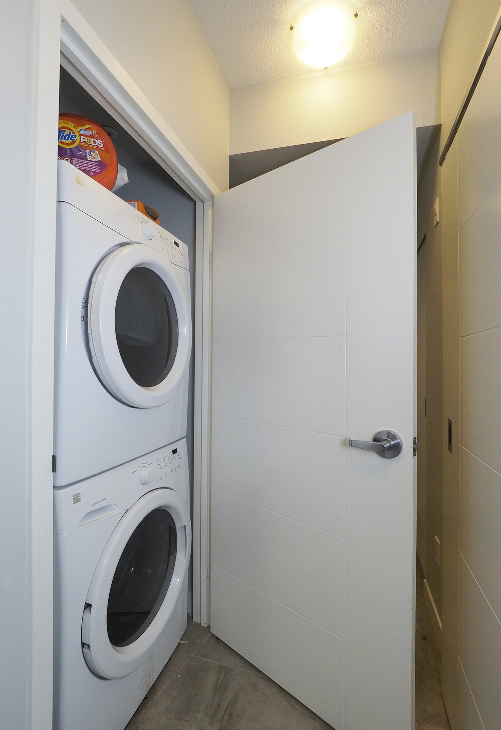 70 Ensuite Laundry.JPG