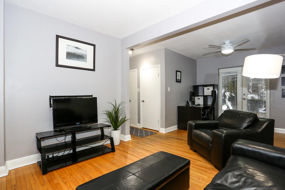 11 Living Room.jpg