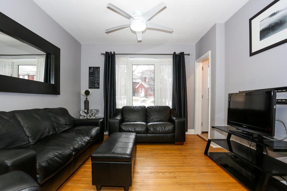 13 Living Room.jpg