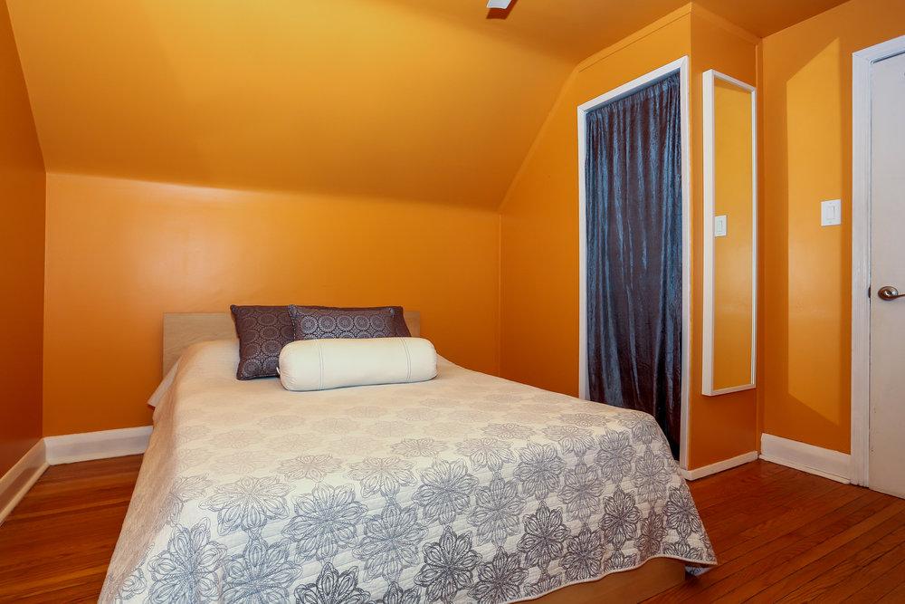 28 Master Bedroom.jpg