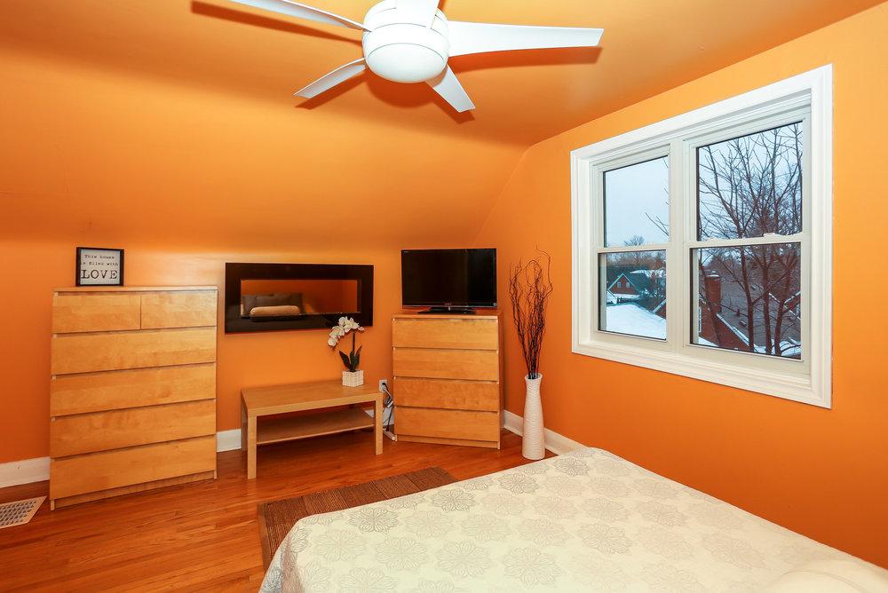 29 Master Bedroom.jpg