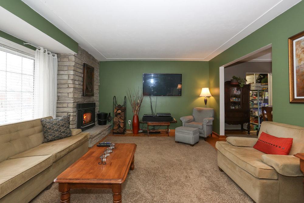 15 Living Room.jpg