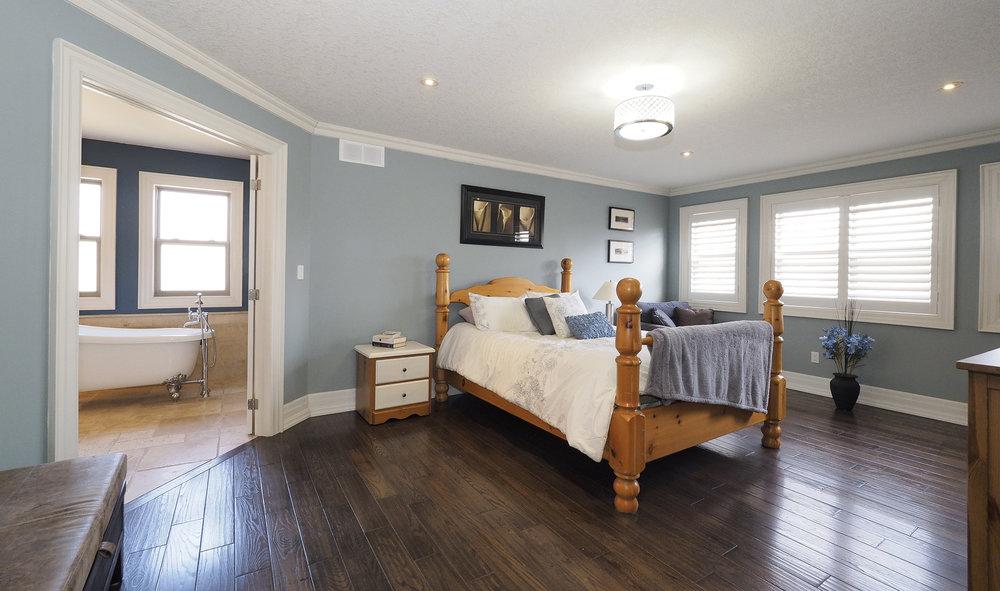 58 Master bedroom.JPG