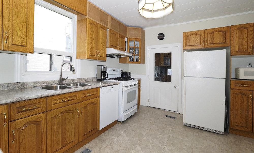 34 Kitchen.JPG