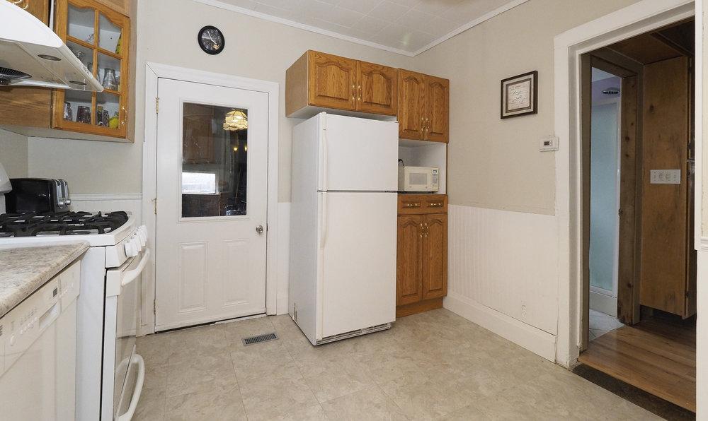 35 Kitchen.JPG