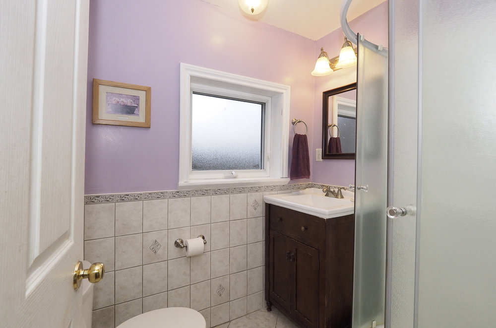40 Bathroom.JPG