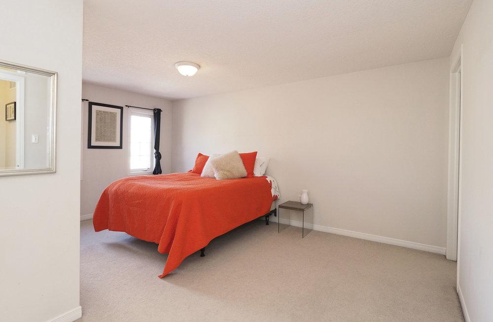 52 Master bedroom.JPG